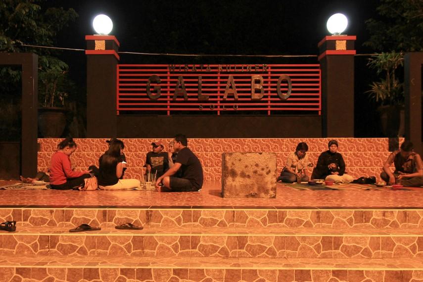 Galabo merupakan pusat kuliner khas Solo yang berada di ujung Jalan Slamet Riyadi, tepatnya di Jalan Kapten Mulyadi