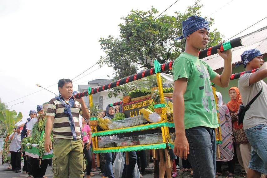 Helaran Dongdang merupakan puncak dalam tradisi Seren Taun di Kampung Budaya Sindang Barang