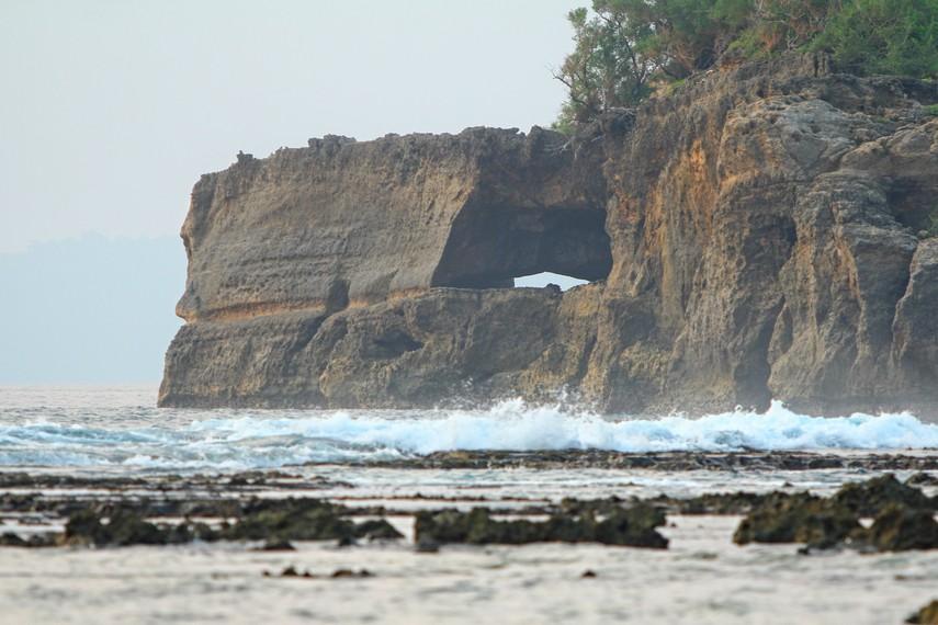 Perjalanan menuju Karang Copong bisa dimulai dari Desa Sumur ataupun bisa dari Desa Taman Jaya yang letaknya di Taman Nasional Ujung Kulon