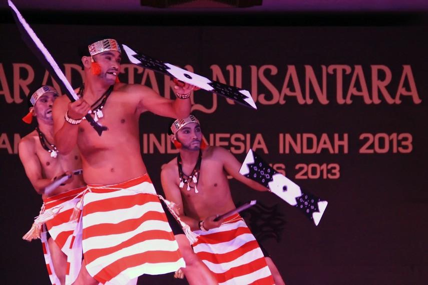 Tari Cakalele merupakan salah satu tarian menginspirasi lahirnya tari Pelangi Maluku Utara