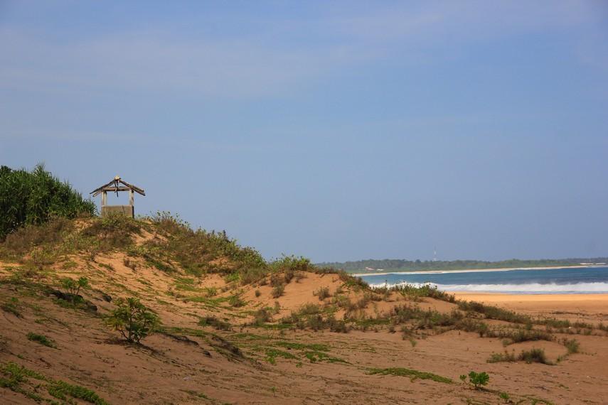 Pantai Pasir Putih menjadi salah satu pantai eksotis diantara pantai-pantai di kawasan ujung selatan Sukabumi, Jawa Barat