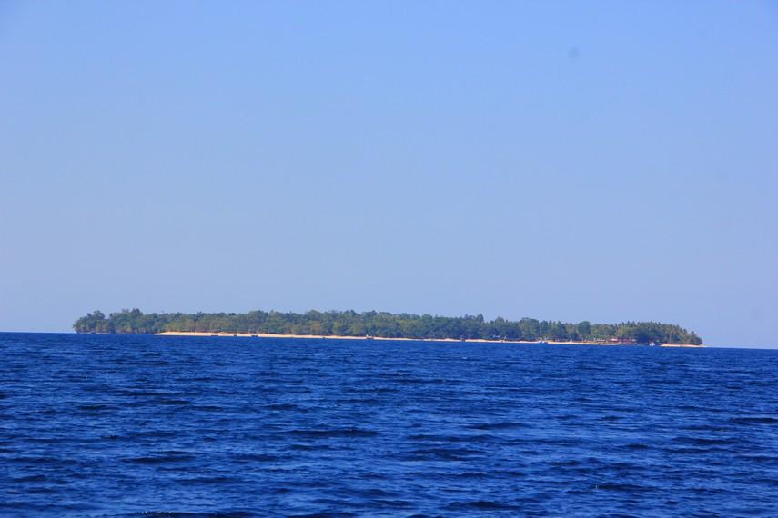Pulau Siladen menjadi salah satu pulau di Taman Nasional Bunaken dengan suasana hening dan keindahan yang memukau