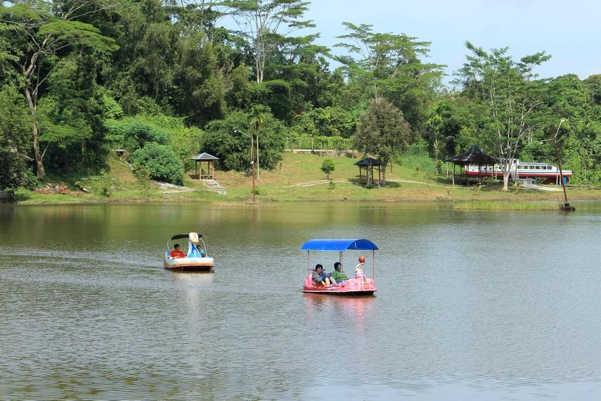 Waduk Panji Sukarame merupakan sebuah danau buatan yang menjadi objek wisata alam alternatif bagi masyarakat Tenggarong