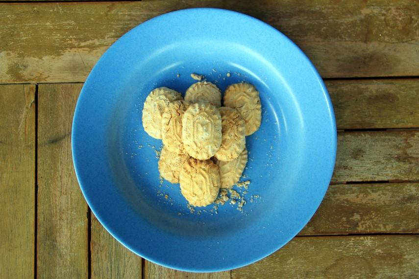 Kue bangket sagu merupakan kue khas dari Kepulauan Talaud