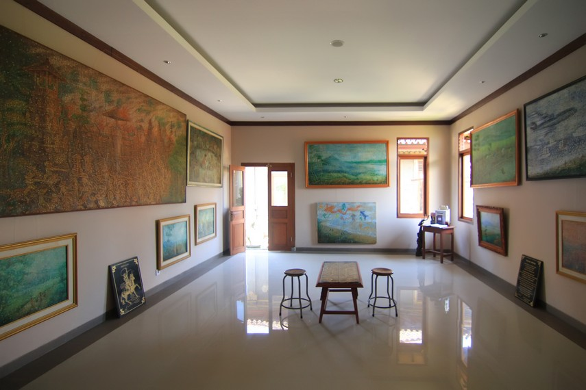 Berawal dari inspirasi lukisan yang dirusaknya, Ngurah Gede Pemecutan menciptakan tehnik melukis yang unik