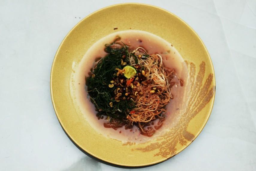 Bulung kuah pindang, hidangan rumput laut yang memiliki rasa gurih-pedas