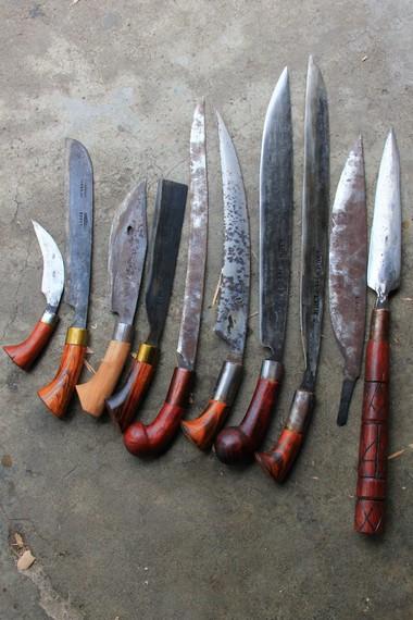 Kudhok merupakan senjata tradisional khas Kota Pagaralam yang terbuat dari bahan baku besi per mobil