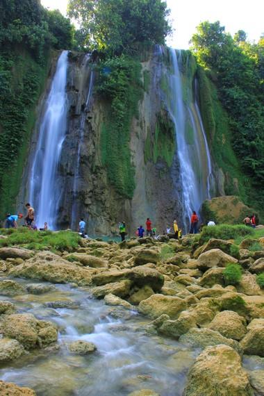 Air Terjun Cikaso berada di Kampung Ciniti, Desa Cibitung, Kecamatan Surade, Sukabumi