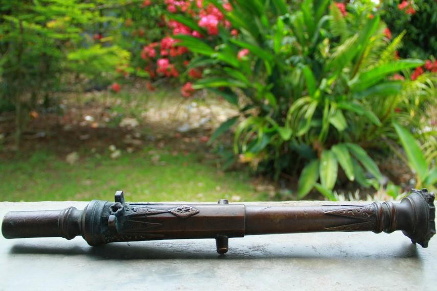 Dentuman meriam kecil rantako berfungsi sebagai dimulainya musim tanam di Desa Bagak Sahwa, Kecamatan Singkawang Timur, Kabupaten Singkawang, Kalimantan Barat