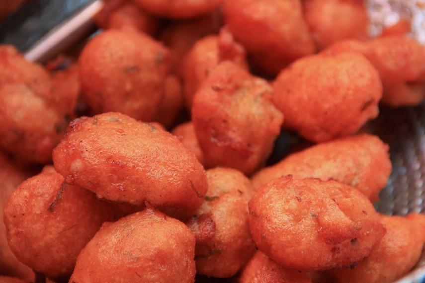 Sala lauak adalah sejenis gorengan tradisional khas Pariaman