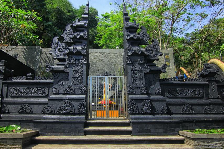 Vihara Nam Hai Kwan Se Im Pu Sa di Daerah Loji tepatnya Desa Kertajaya, Kecamatan Simpenan, Sukabumi, Jawa Barat