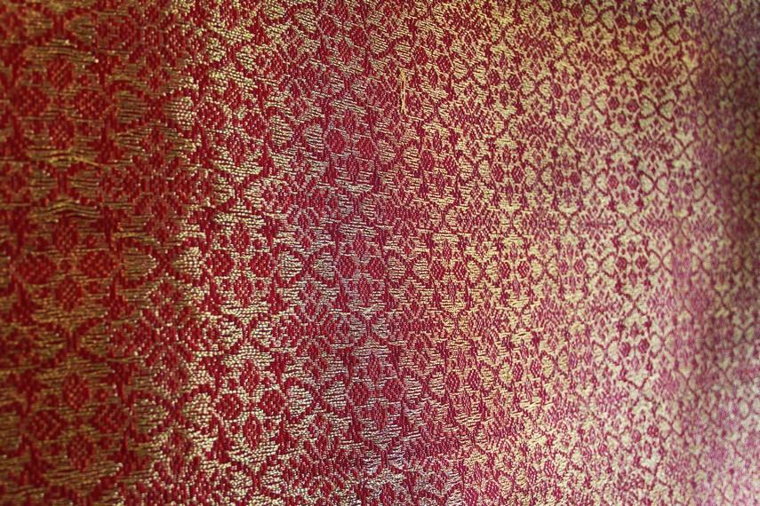 Konon, tenun sambas sudah dibuat perempuan-perempuan di Kesultanan Sambas sejak Sultan Sulaiman mendirikan kesultanan di tahun 1675