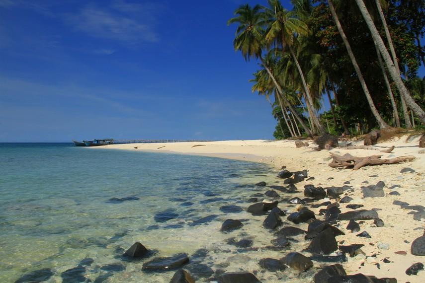 Pulau Randayan menjadi salah satu surga keindahan yang ada di Kalimantan Barat