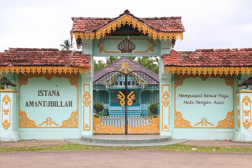 Istana Amantubillah berdiri kokoh di Desa Pulau Pedalaman, Kecamatan Mempawah Timur, Kalimantan Barat