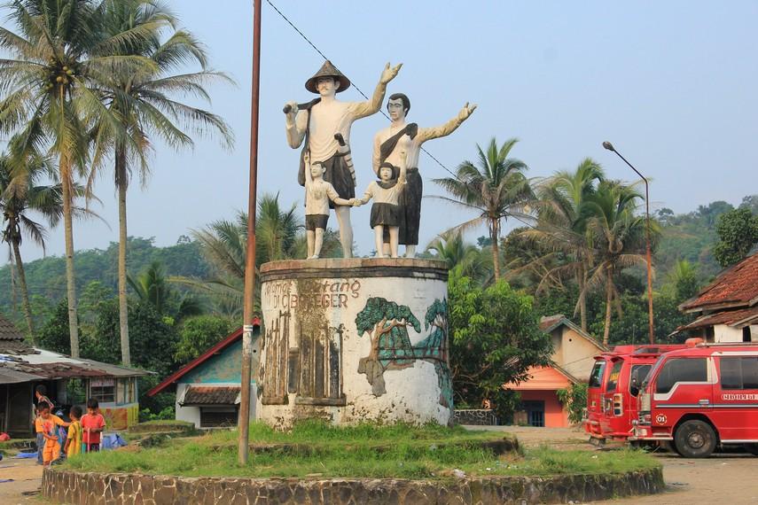 Tempat tinggal Suku Baduy  terletak di Pegunungan Kendeng, Desa Kanekes, Kecamatan Leuwidamar, Kabupaten Lebak, Banten