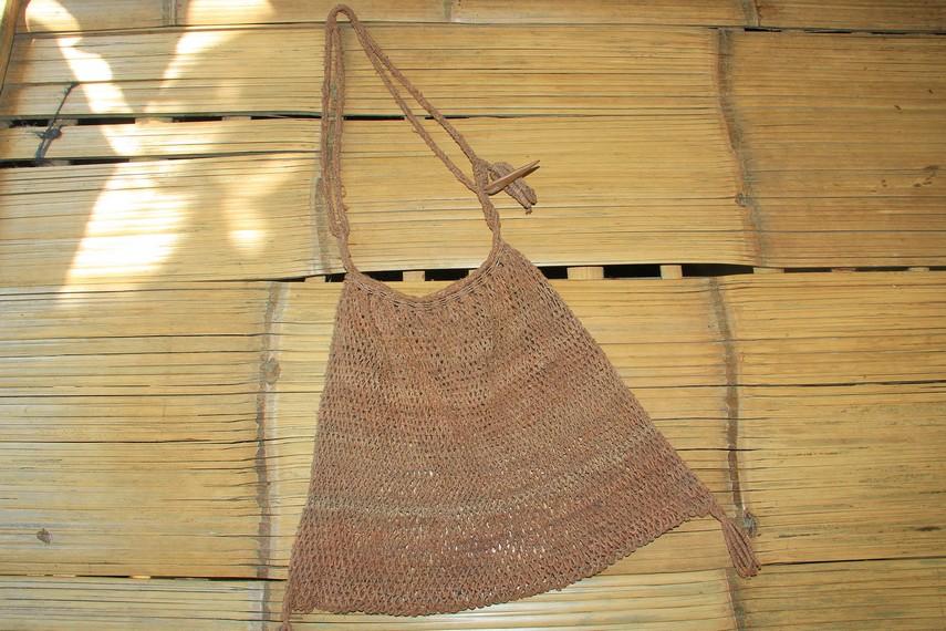 Suku Baduy memiliki tas yang terbuat dari bahan alami koja atau dikenal juga dengan nam jarog