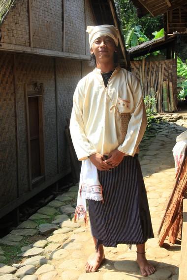Pakaian untuk laki-laki Suku Baduy disebut dengan jamang sangsang