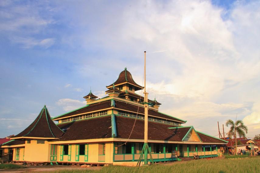 Masjid Sultan Syarif Abdurrahman merupakan masjid tertua yang ada di Kota Pontianak