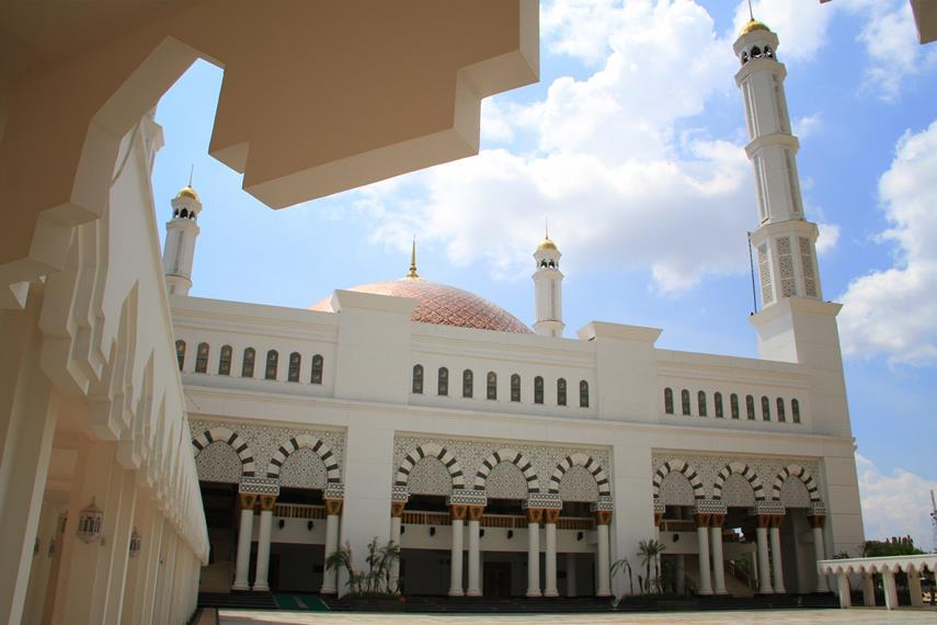 Masjid Raya Mujahidin merupakan masjid terbesar di Provinsi Kalimantan Barat