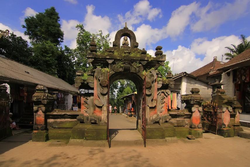 Gerbang menuju Candi Tebing Gunung Kawi yang terletak di Banjar Penaka, Desa Tampaksiring, Gianyar