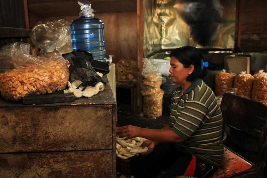 Sentra industri keripik singkong khas dari kota Bukittinggi bermula di sebuah jalan kecil bernama Sanjai