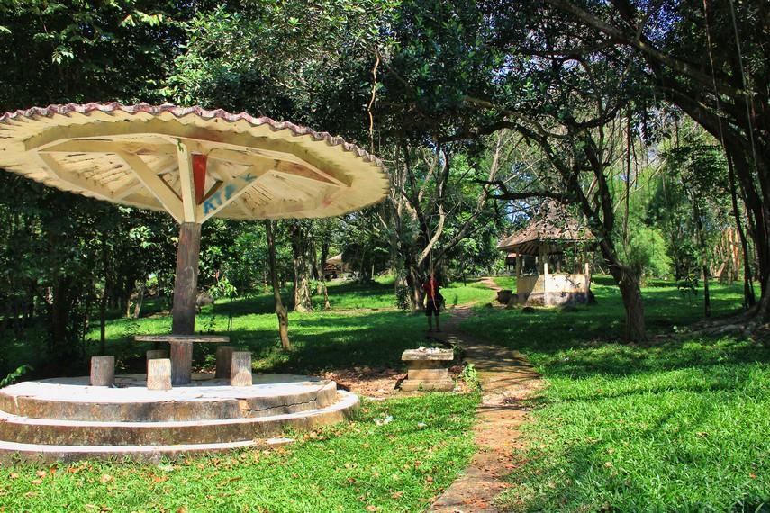 Bukit Siguntang merupakan tempat pemakaman yang khusus diperuntukan bagi keturunan Raja Sriwijaya
