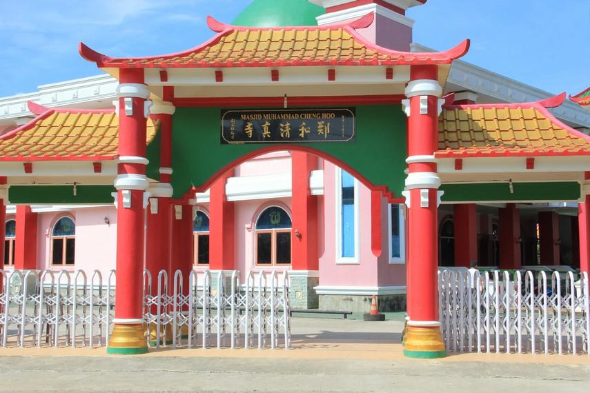 Masjid Cheng Ho Palembang berlokasi di Perumahan Amin Mulia, Jakabaring, Palembang, Sumatera Selatan