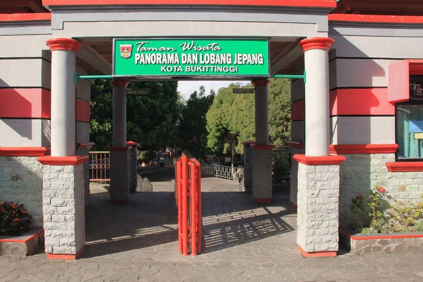 Taman Panorama terletak di Jalan Panorama, Kota Bukittinggi
