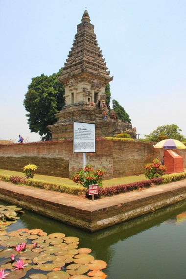 Candi Jawi merupakan candi bercorak Hindu-Buddha peninggalan Kerajaan Singasari