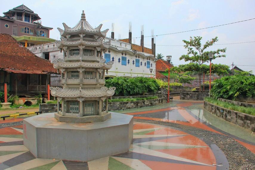 Kampung Kapitan merupakan pecinan lama di Palembang yang memiliki luas sekitar 165,9 x 85,6 meter