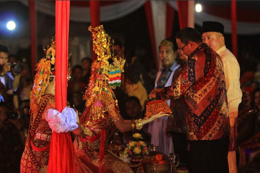 Festival Sriwijaya merupakan kegiatan rutin yang diselenggarakan Pemerintah Sumatera Selatan dalam rangka mengangkat kembali nilai-nilai tradisional