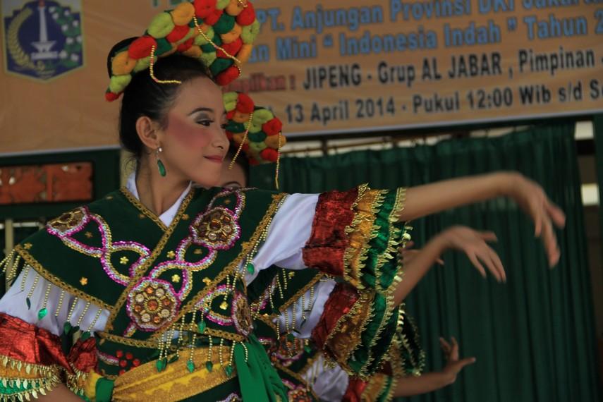 Tari Ronggeng Blantek kerap menjadi pentas pelengkap dalam pertunjukkan kesenian tradisional Tanji