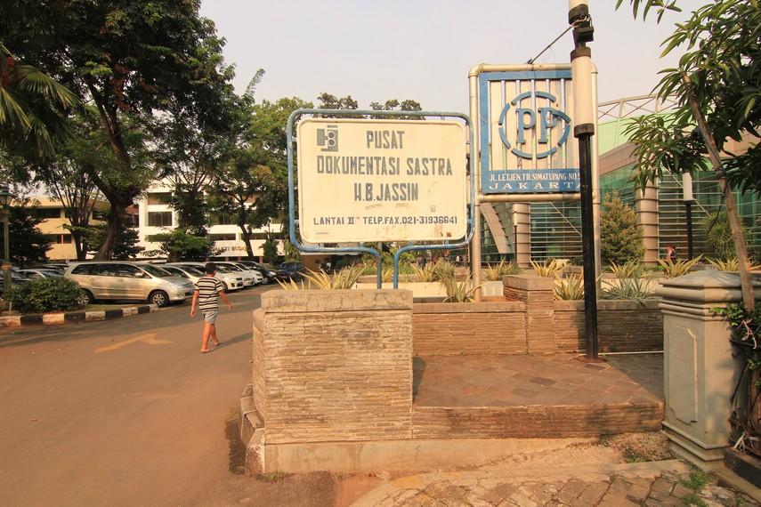 PDS HB Jassin terletak di dalam kompleks TIM tepatnya di jalan Cikini Raya no 73