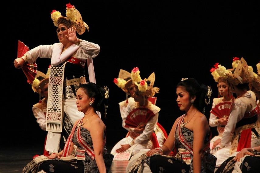 Calon Arang merupakan cerita rakyat yang lahir dan berkembang dalam budaya Jawa dan Bali