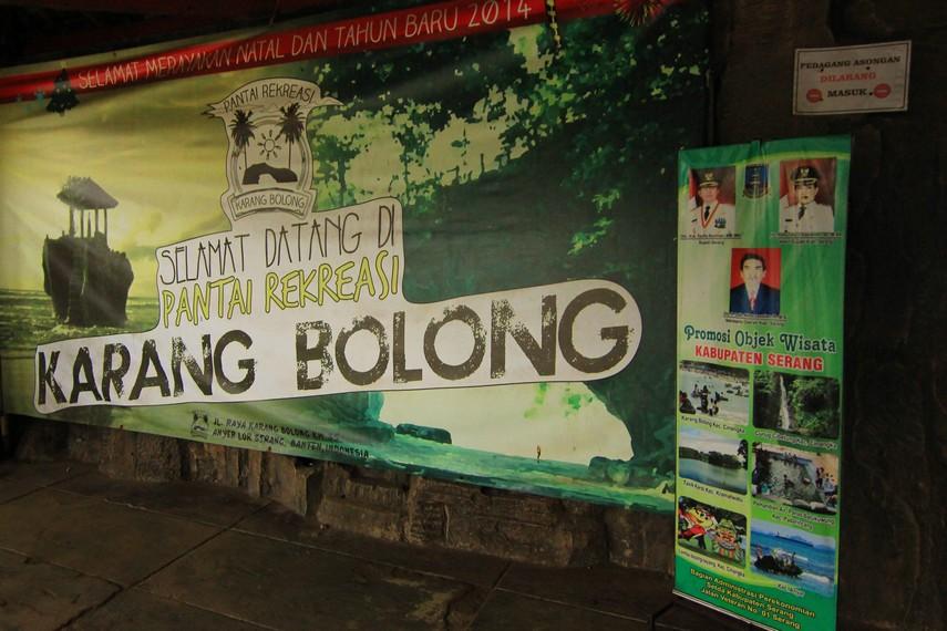 Pantai Karang Bolong terletak di Kecamatan Cinangka Kabupaten Serang, Banten