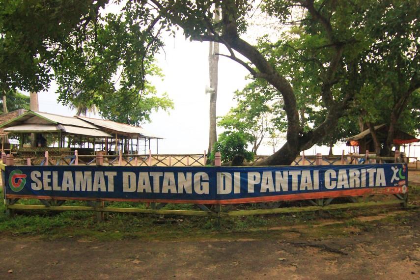 Pantai Matahari Carita terletak di Jalan Raya Anyer, Pandeglang, Banten