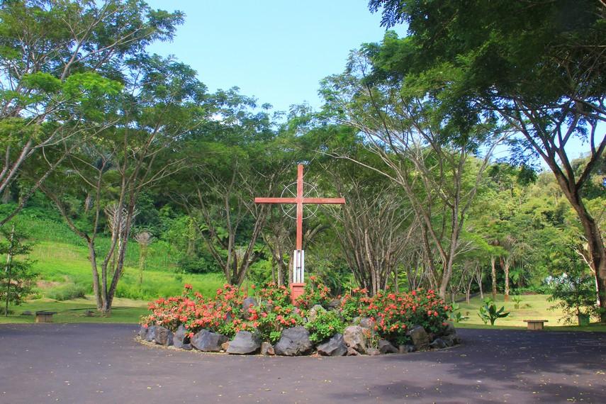Bukit Doa merupakan objek wisata religi bernuansa Katolik yang terletak di Perbukitan Mahawu, Manado, Sulawesi Utara