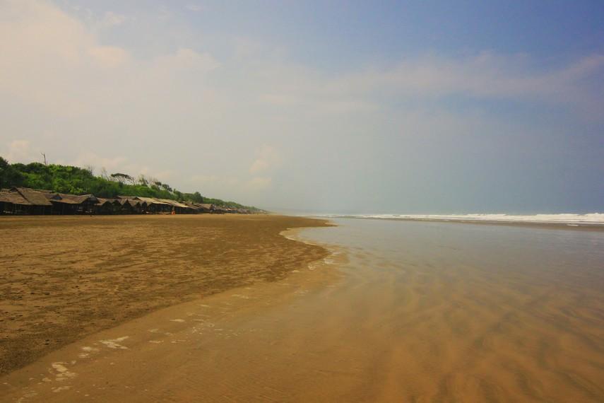 Pantai Bagedur terletak di bagian selatan Banten tepatnya berada di daerah Malingping