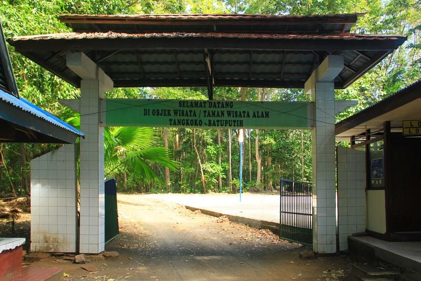 Taman Wisata Alam (TWA) Batu Putih terletak  di Bitung, Sulawesi Utara