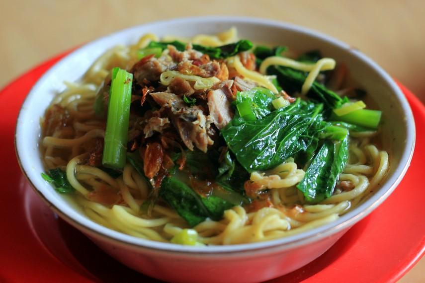 Mie cakalang menjadi salah satu makanan yang sangat populer di Manado