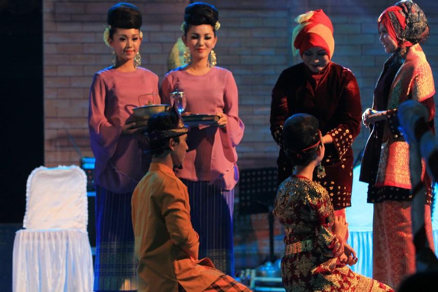 Suku Ogan mengenal suatu tradisi seputar pernikahan warisan leluhur yang disebut dengan tradisi Pengadangan
