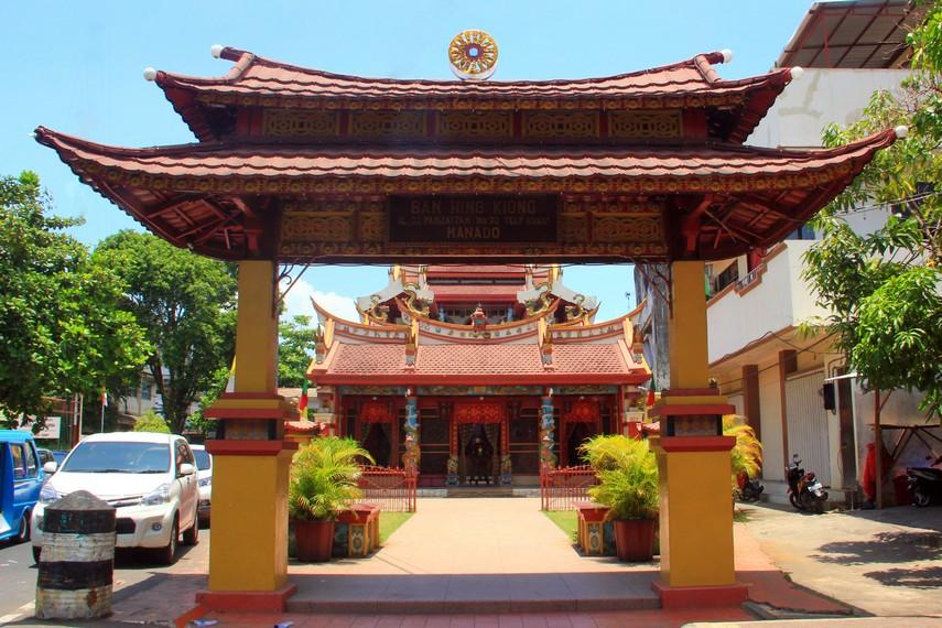 Kelenteng Ban Hing Kiong terletak di Kota Manado, Sulawesi Utara