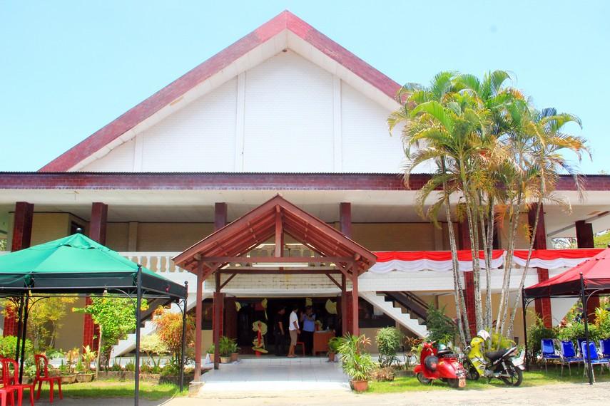 Taman Budaya Manado terletak di Jalan Maengket No. 31, Manado, Sulawesi Utara