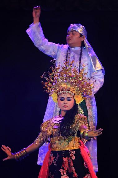 Tari puteri telunjuk sakti merupakan tari kreasi yang diangkat dari dongengan masyarakat Ogan Kemering Ilir, Sumatera Selatan