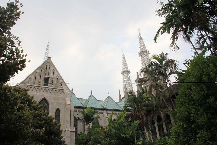 Pembangunan Gereja Katedral dimulai ketika Paus Pius VII mengangkat Pastor Nelissen sebagai prefek apostik Hindia Belanda pada 1807