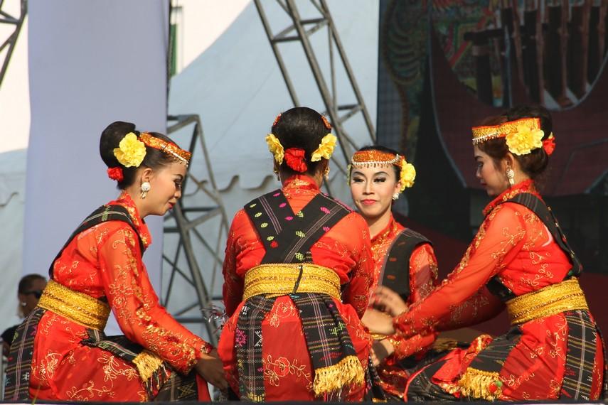 Tari Tandok merupakan tari tradisional yang lekat hubungannya dengan budaya tanam masyarakat Batak