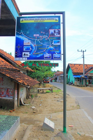 Gua Lalay terletak di Kampung Cipanas, Desa Sawarna, Lebak, Banten