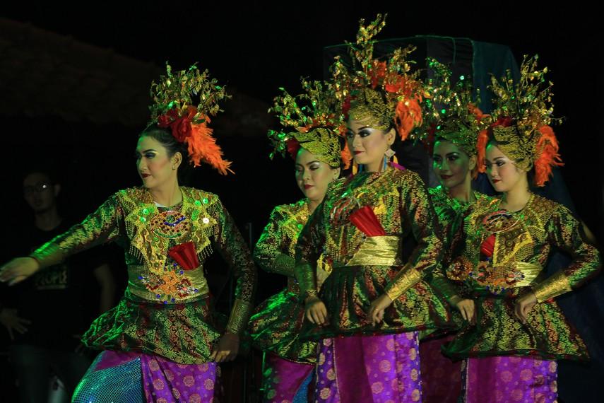 Tari kreasi rampak kipas songket brada Terinspirasi dari tradisi menenun yang dilakukan masyarakat di Palembang