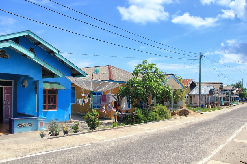 Kampung Nelayan Tanjung Binga yang berada di Kecamatan Sijuk dan terletak di dekat Pantai Bukit Berahu