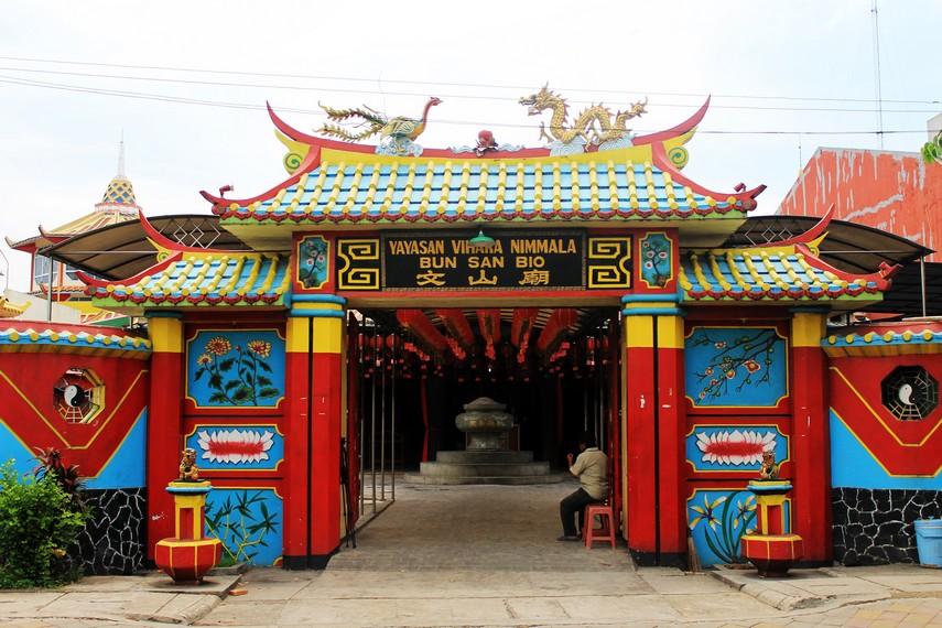 Klenteng Boen San Bio terletak di Jalan K.S. Tubun no.43, Desa Pasar Baru, Tangerang